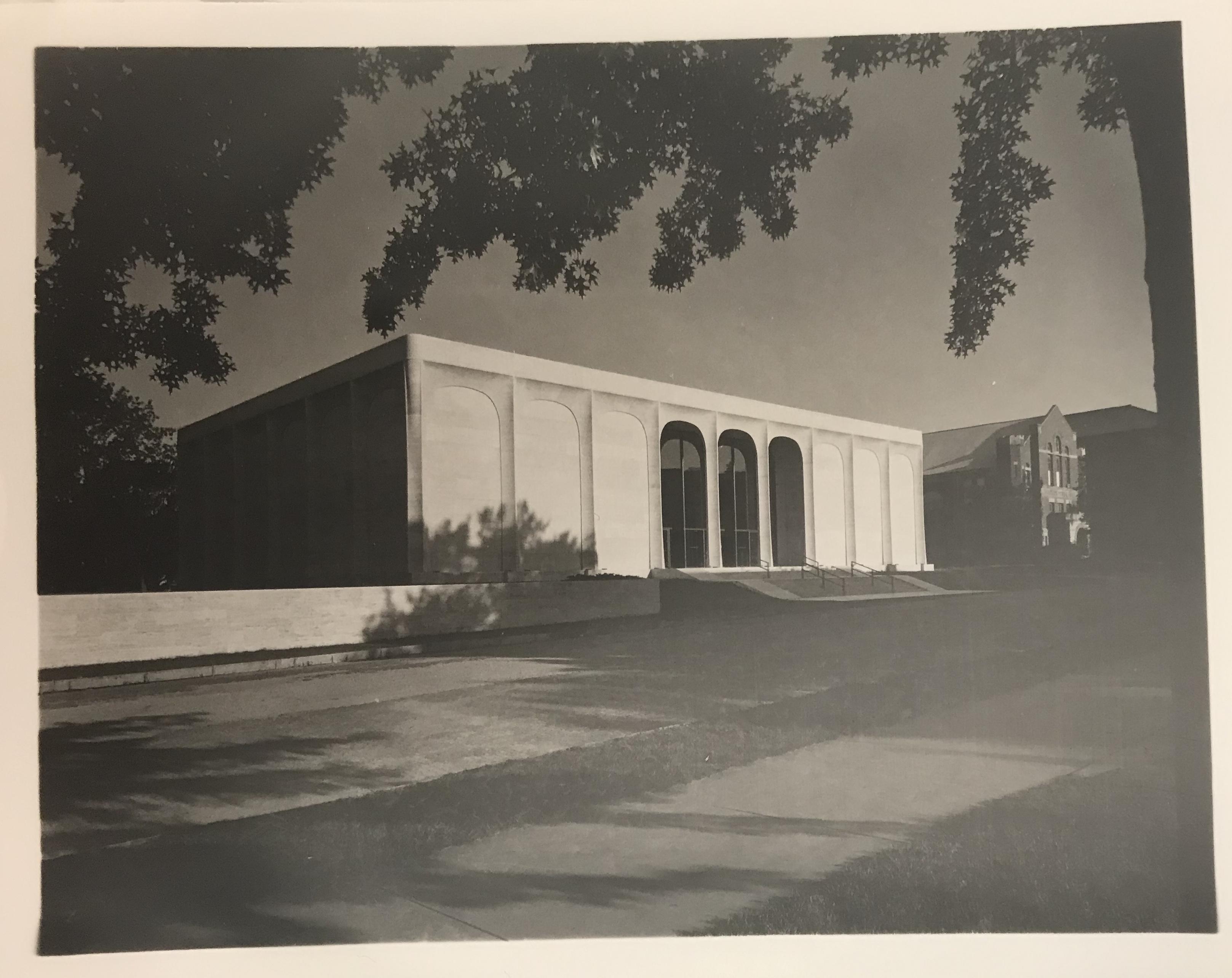 Sheldon Memorial Art Galley, facade<br />