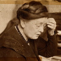 Picture of Louise Pound at a desk.